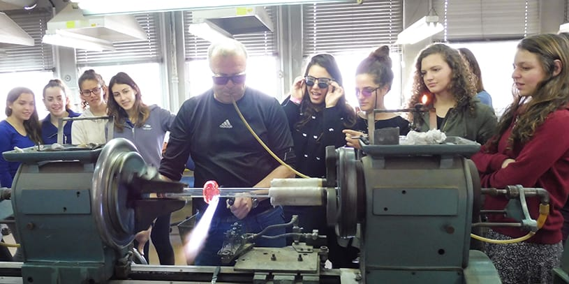 Students at AMIT Wasserman Maaleh Adumim for girls – Leading Scientists of the Future