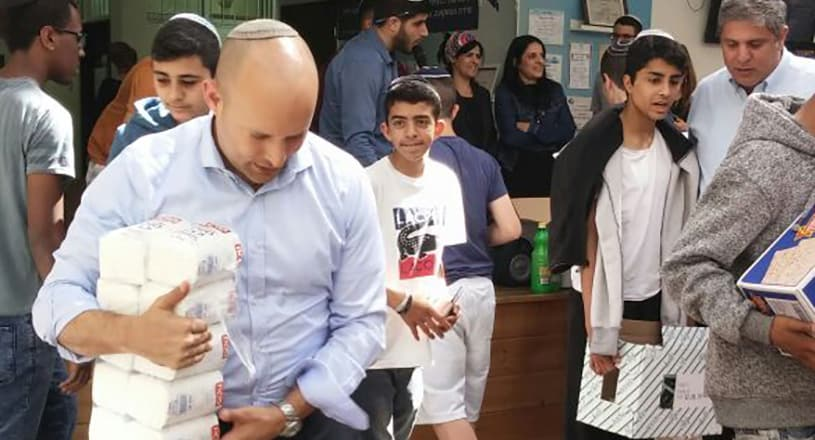 Naftali Bennett joins AMIT Hammer for a Chesed Project