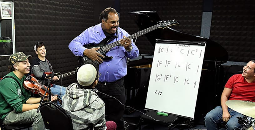 Daryl Davis offers AMIT students a master class in music—and understanding